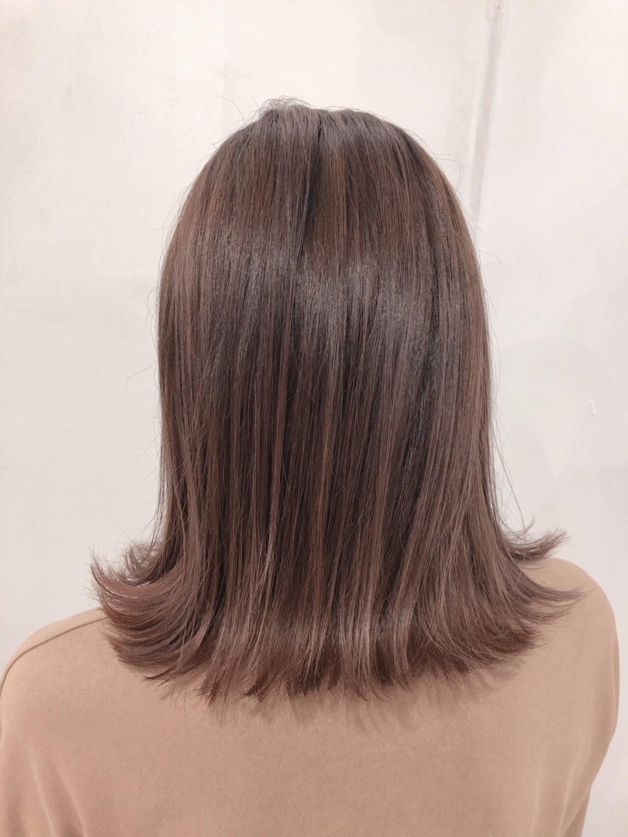 セミロング ナチュラル ハイトーン 透明感ヘアスタイルや髪型の写真・画像