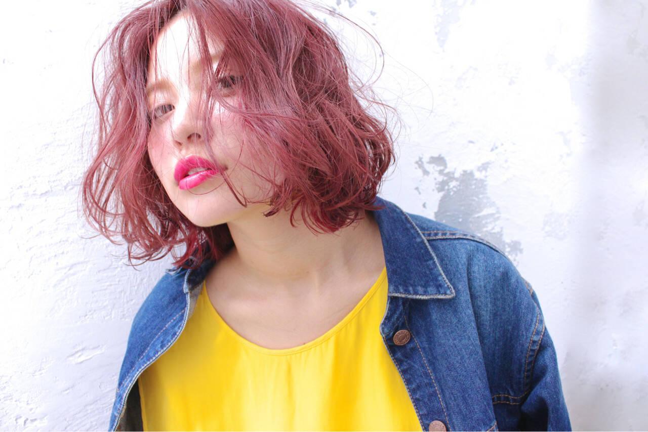 ピンク ミルクティー レッド 色気ヘアスタイルや髪型の写真・画像