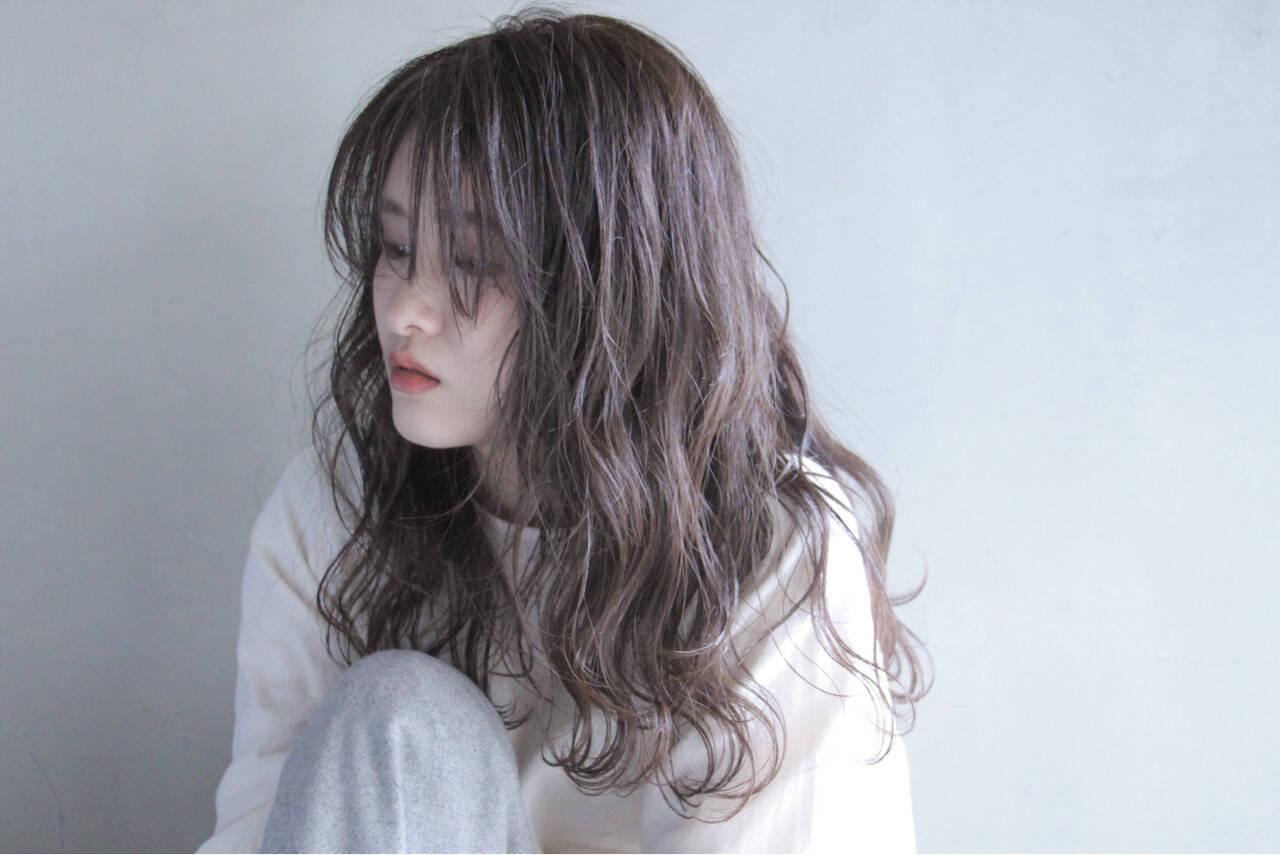 セミロング アディクシーカラー オリーブベージュ モデルヘアスタイルや髪型の写真・画像