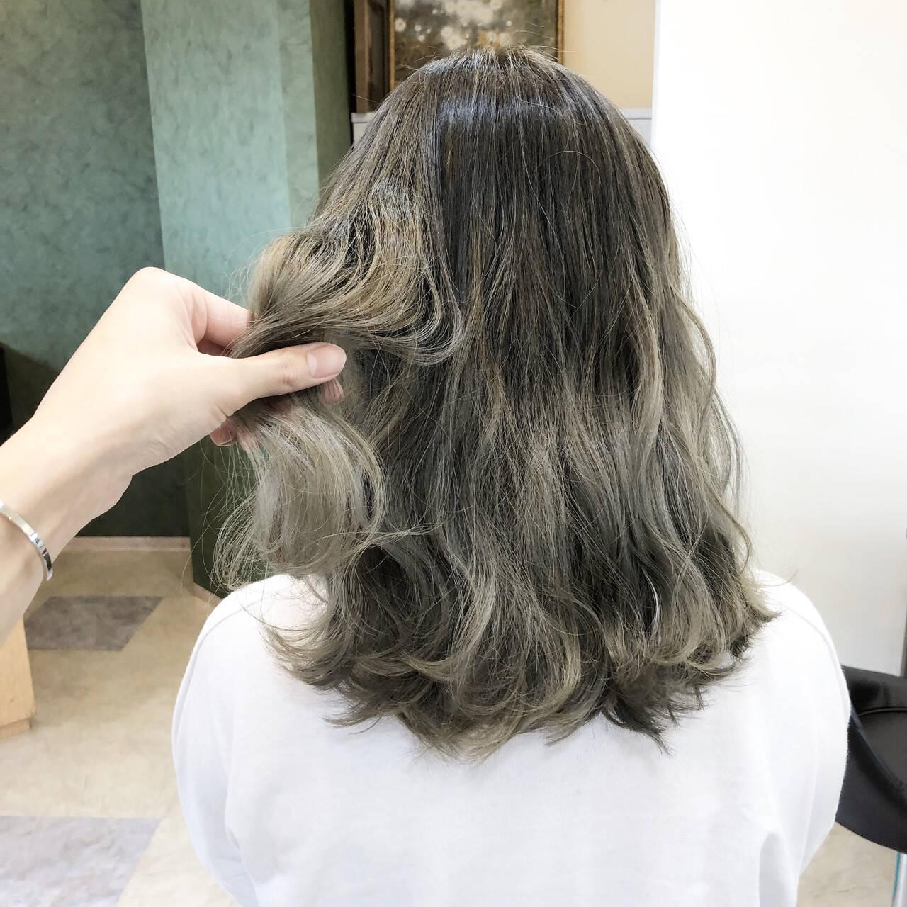 ブリーチなし 外国人風カラー ヘアアレンジ ミディアムヘアスタイルや髪型の写真・画像