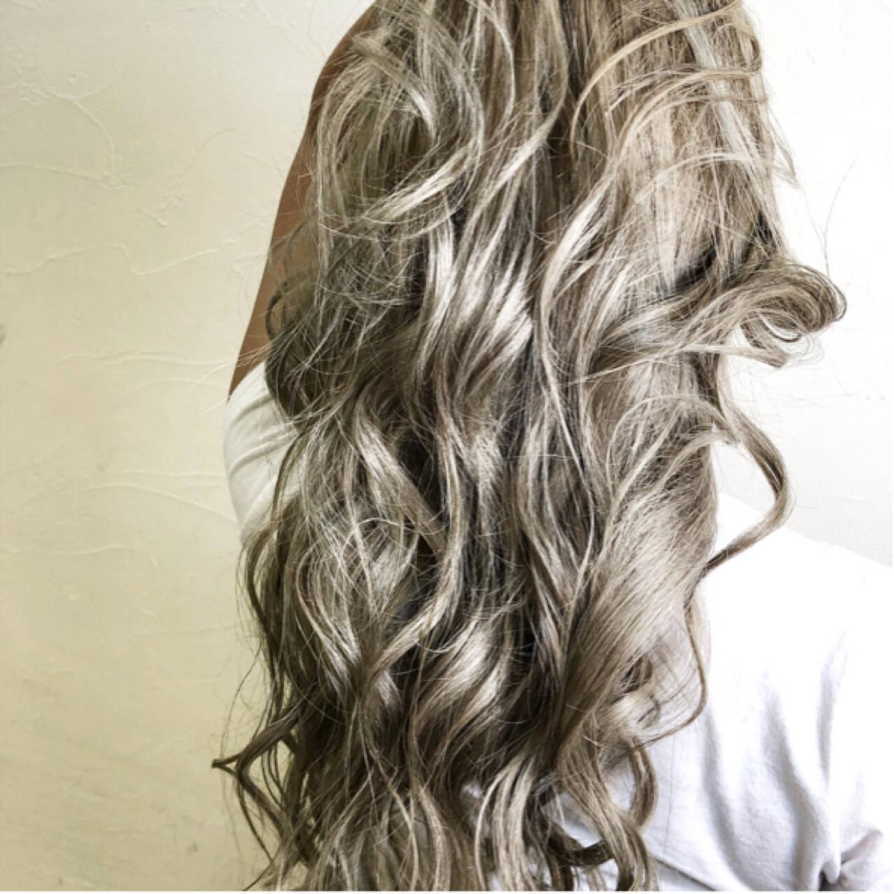 上品 ダブルカラー グレージュ ミルクティーベージュヘアスタイルや髪型の写真・画像