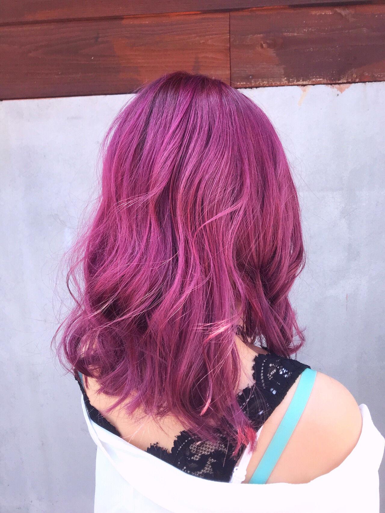 ラズベリーピンク ストリート ミディアム ピンクラベンダーヘアスタイルや髪型の写真・画像