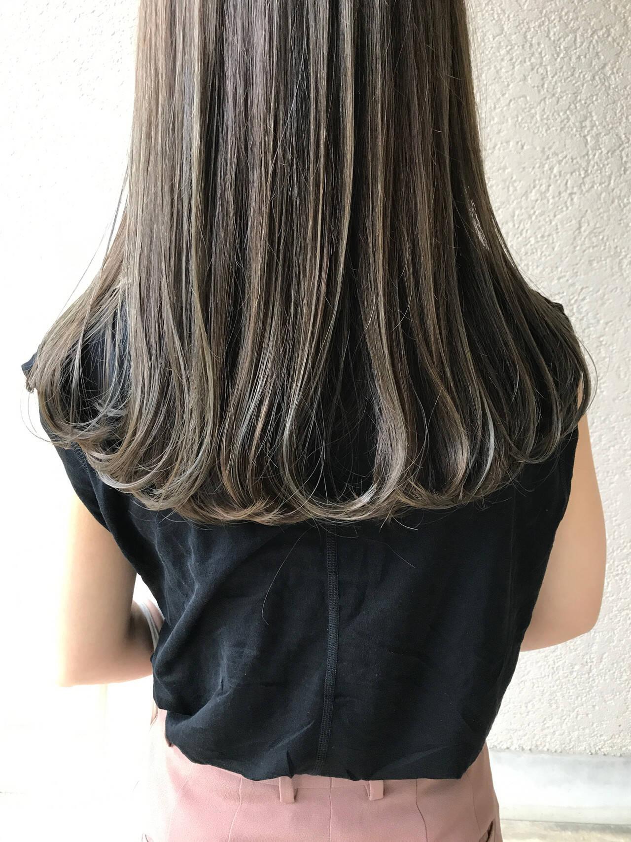 オリーブカラー オリーブブラウン オリーブアッシュ ロングヘアスタイルや髪型の写真・画像