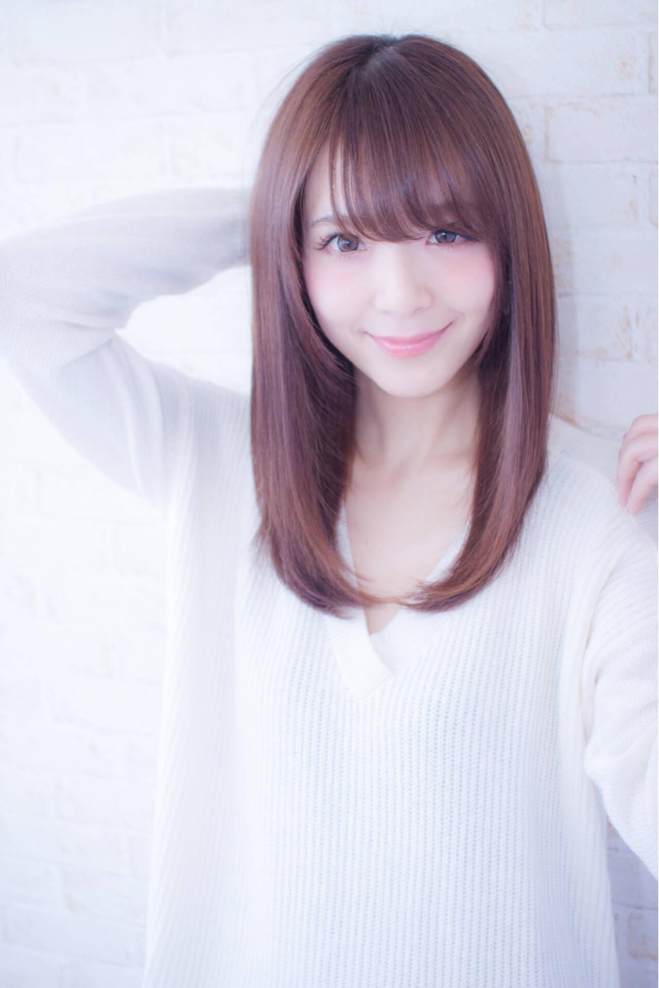 ミディアム コンサバ ストレート 艶髪ヘアスタイルや髪型の写真・画像
