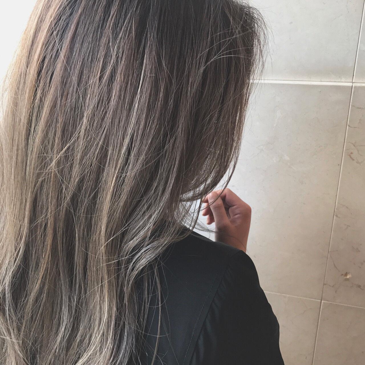 ヌーディベージュ ロング ベージュ ストリートヘアスタイルや髪型の写真・画像