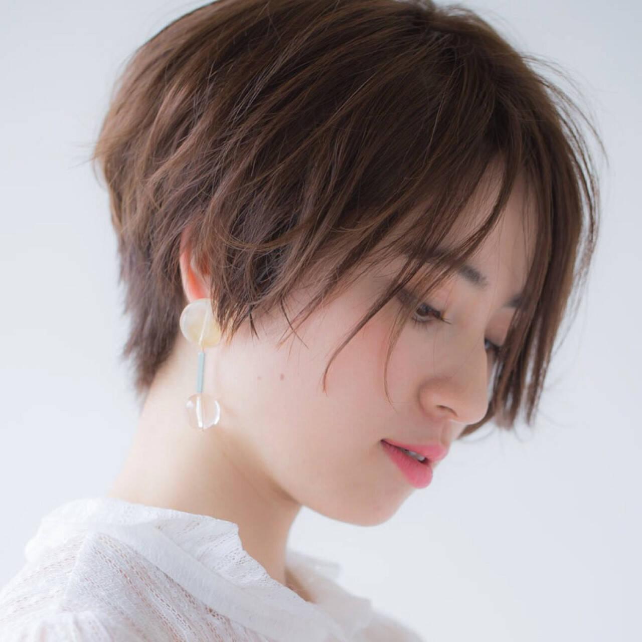 フリンジバング 小顔 ショート ナチュラルヘアスタイルや髪型の写真・画像