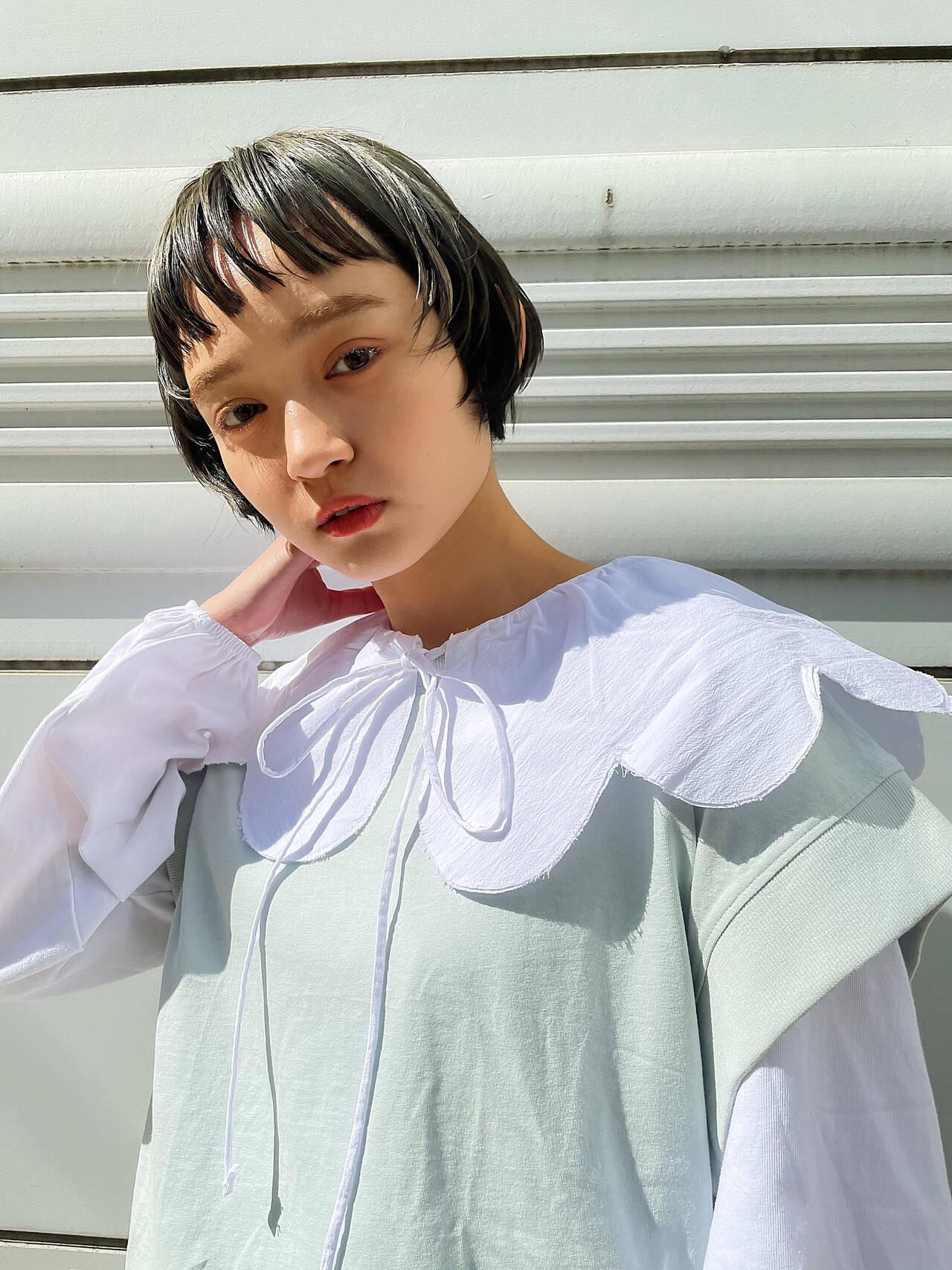 ショート オリーブグレージュ ショートボブ ナチュラルヘアスタイルや髪型の写真・画像