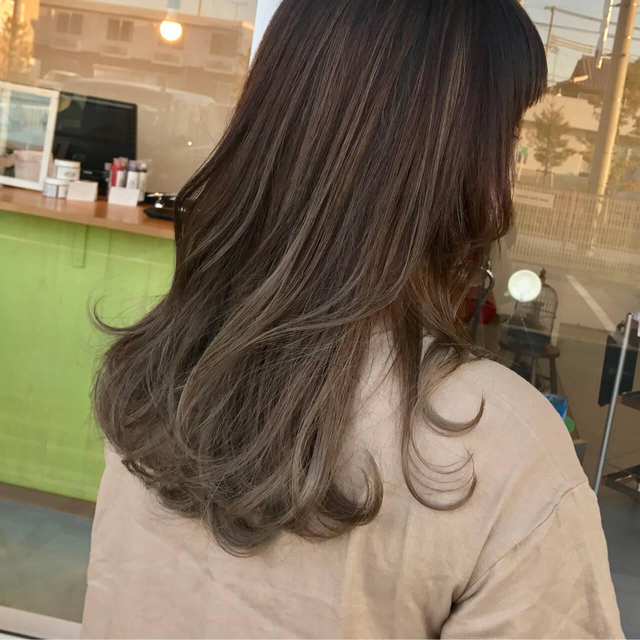 オフィス セミロング ゆるふわ リラックスヘアスタイルや髪型の写真・画像