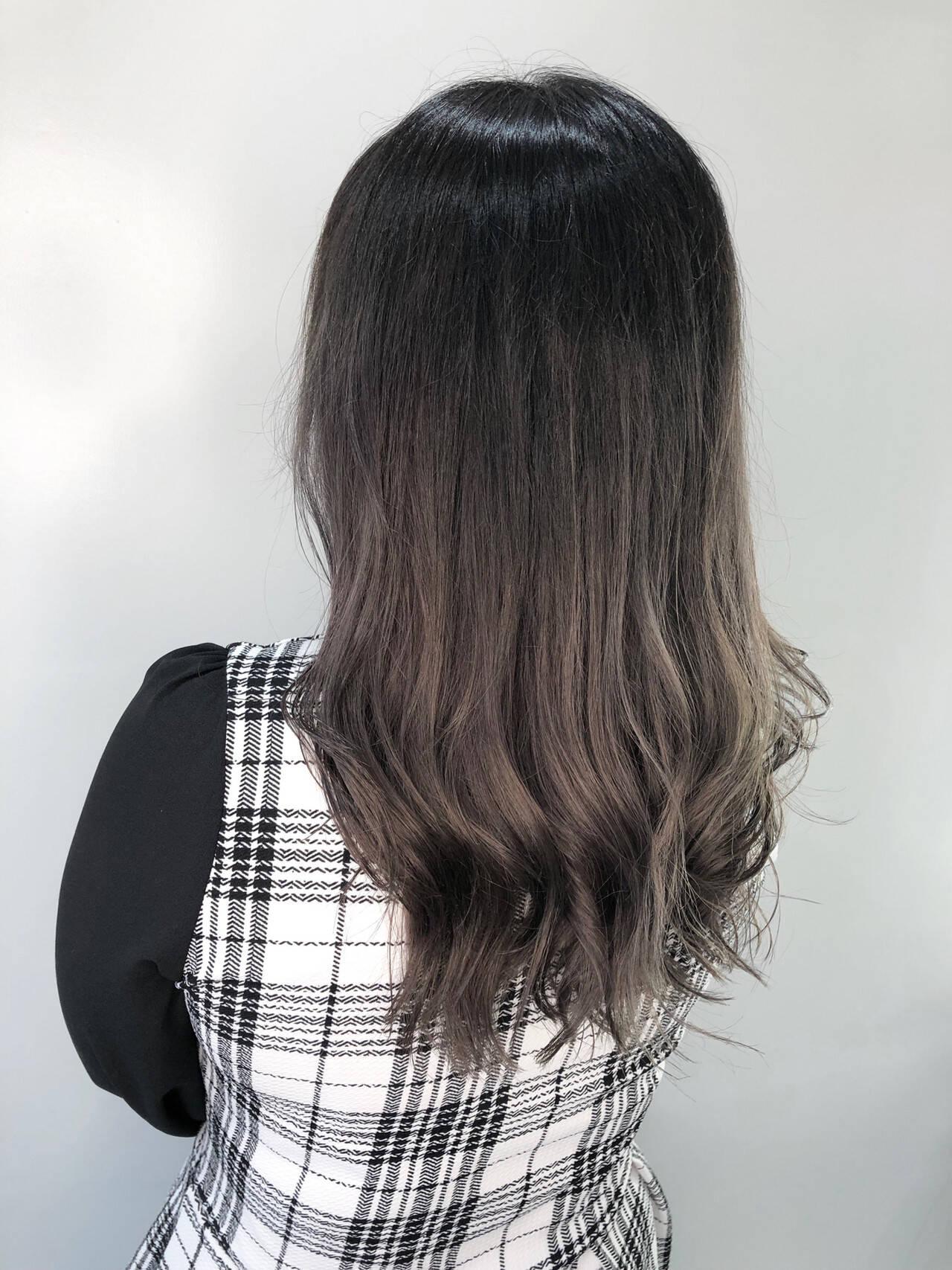 イルミナカラー グラデーション ミディアム ナチュラルヘアスタイルや髪型の写真・画像