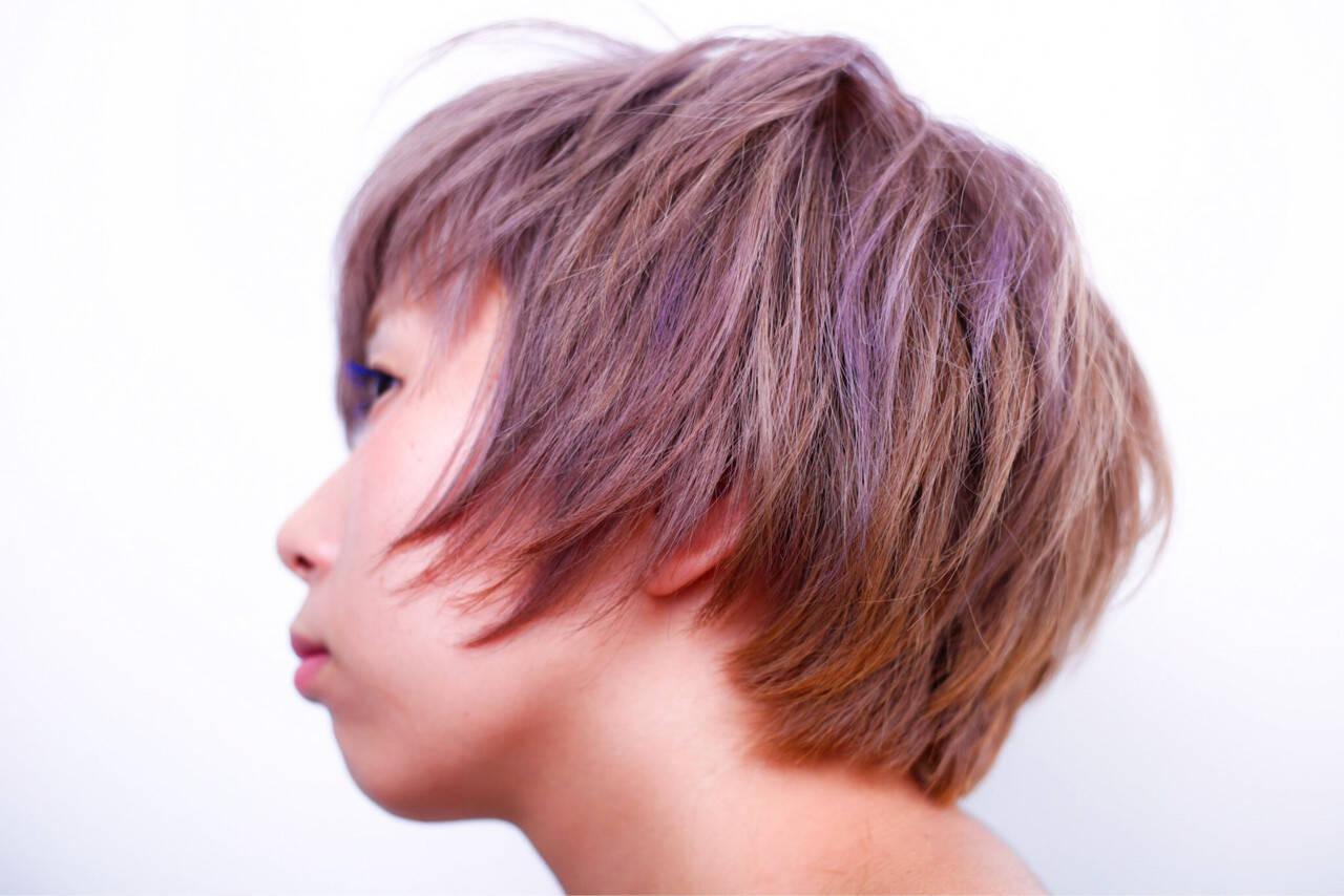 ダブルカラー ベージュ ショート ハイトーンヘアスタイルや髪型の写真・画像