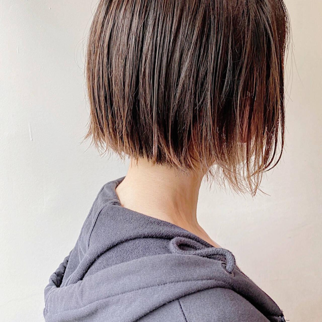 外ハネボブ ナチュラル 切りっぱなしボブ ボブヘアスタイルや髪型の写真・画像