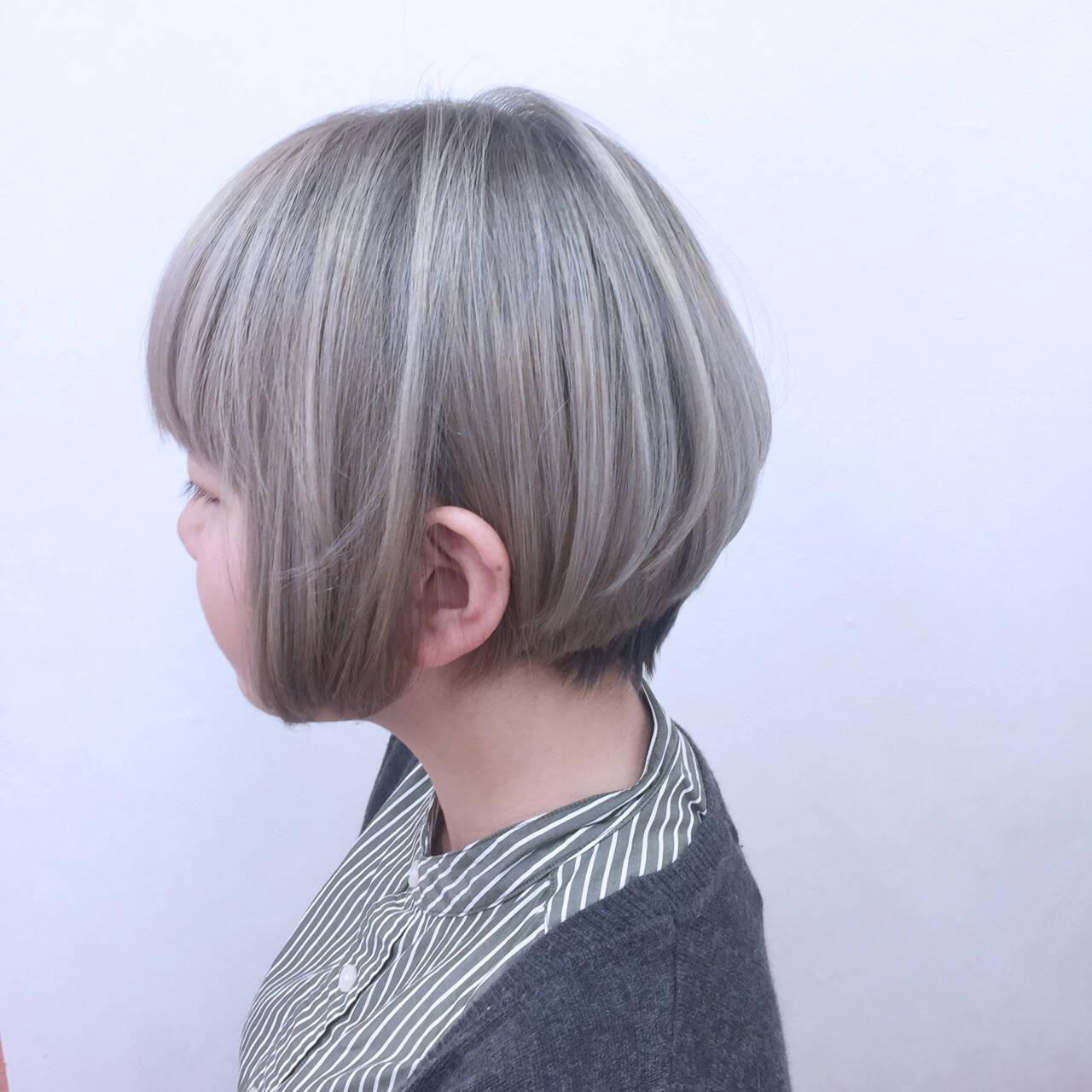 グラデーションカラー 内巻き グレージュ ストレートヘアスタイルや髪型の写真・画像