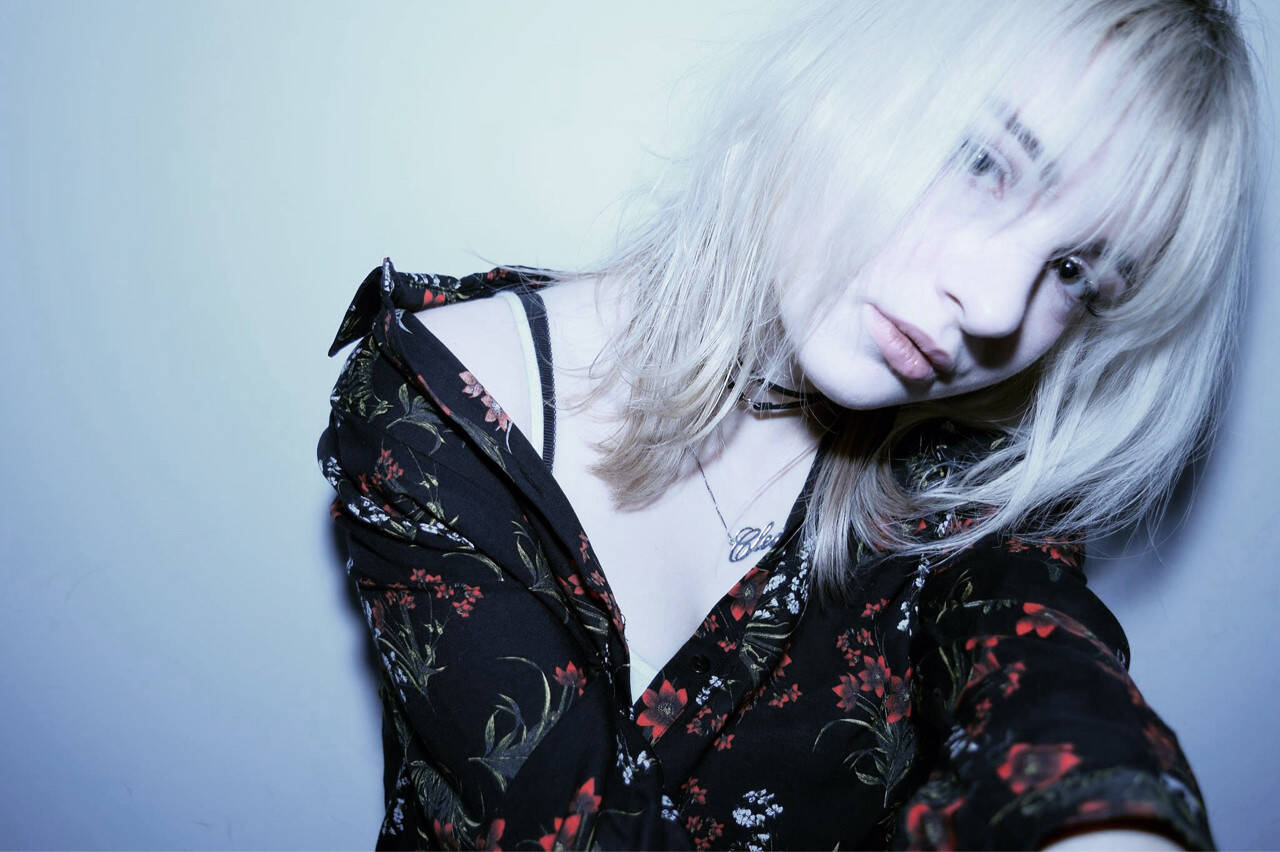 大人女子 デート セミロング ニュアンスヘアスタイルや髪型の写真・画像