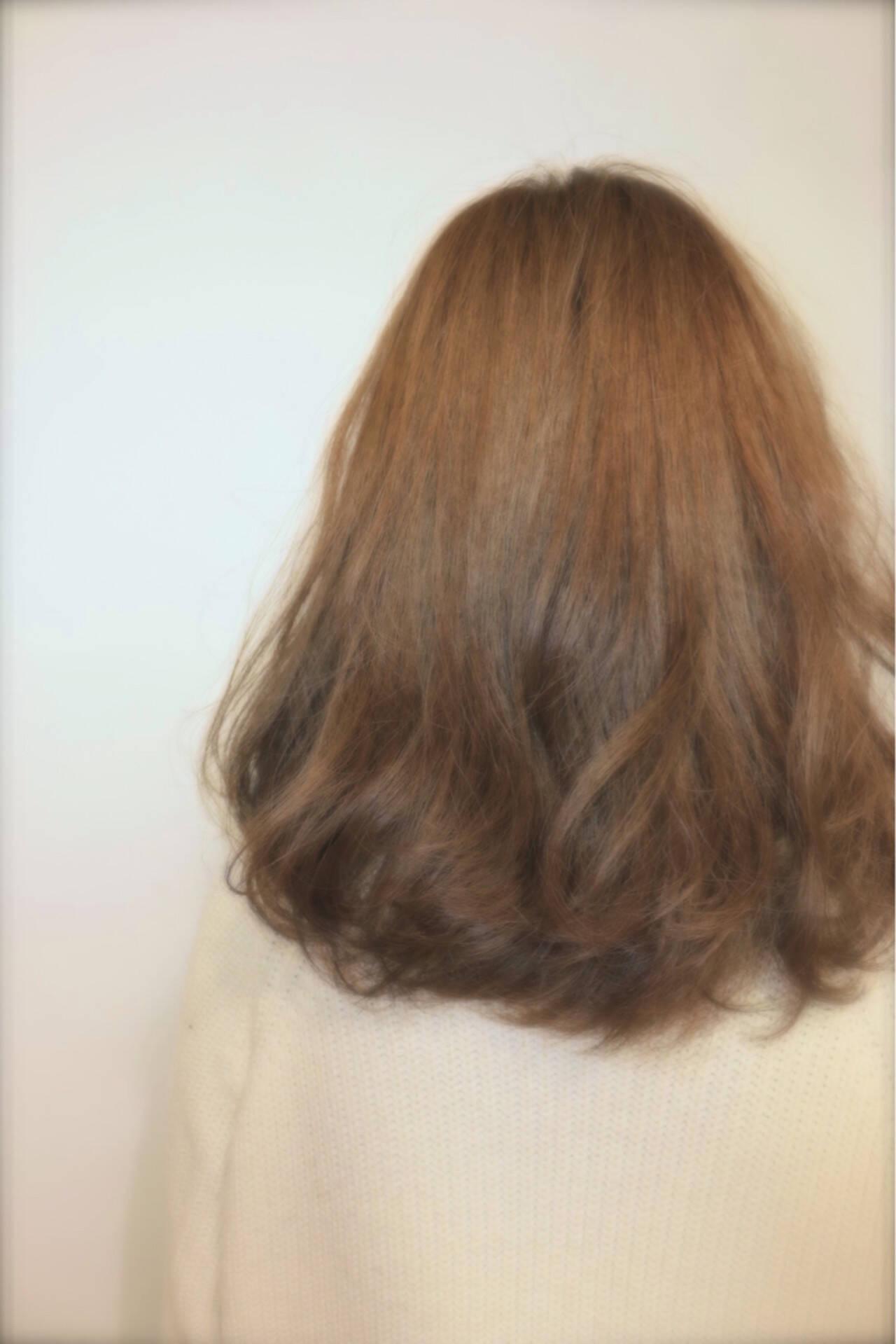 アッシュ 大人かわいい ハイライト ゆるふわヘアスタイルや髪型の写真・画像