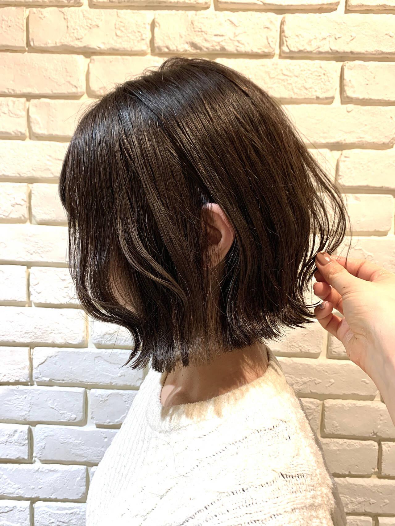 地毛風カラー 外ハネボブ 切りっぱなしボブ アッシュグレージュヘアスタイルや髪型の写真・画像