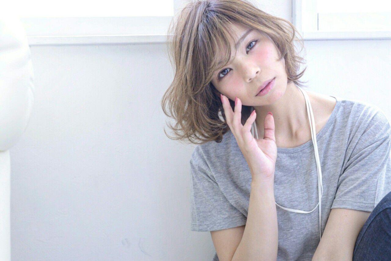 アッシュ 大人かわいい パーマ ハイライトヘアスタイルや髪型の写真・画像