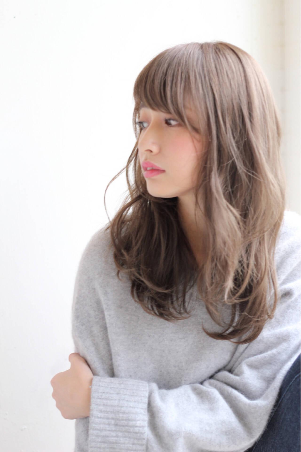 デート セミロング フェミニン 前髪ありヘアスタイルや髪型の写真・画像