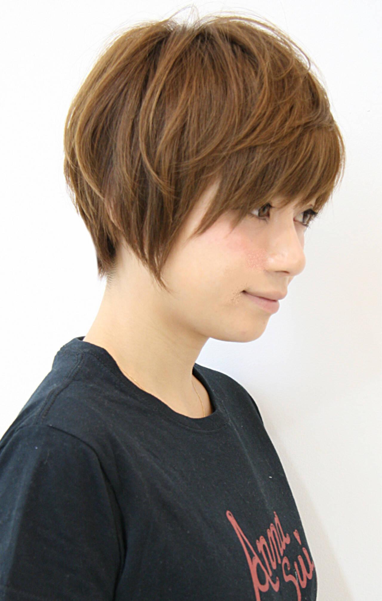 ショートバング 耳かけ ナチュラル 小顔ヘアスタイルや髪型の写真・画像