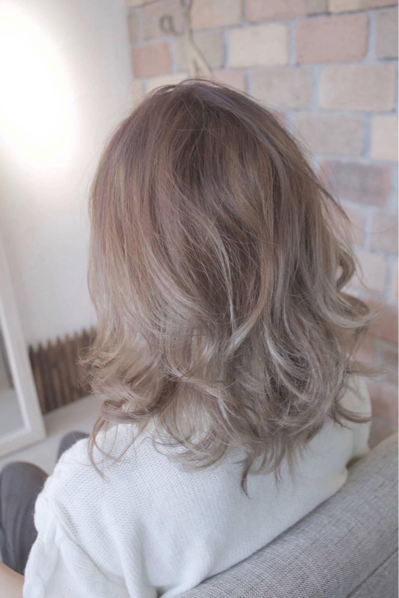 ミディアム アッシュ エレガント 上品ヘアスタイルや髪型の写真・画像