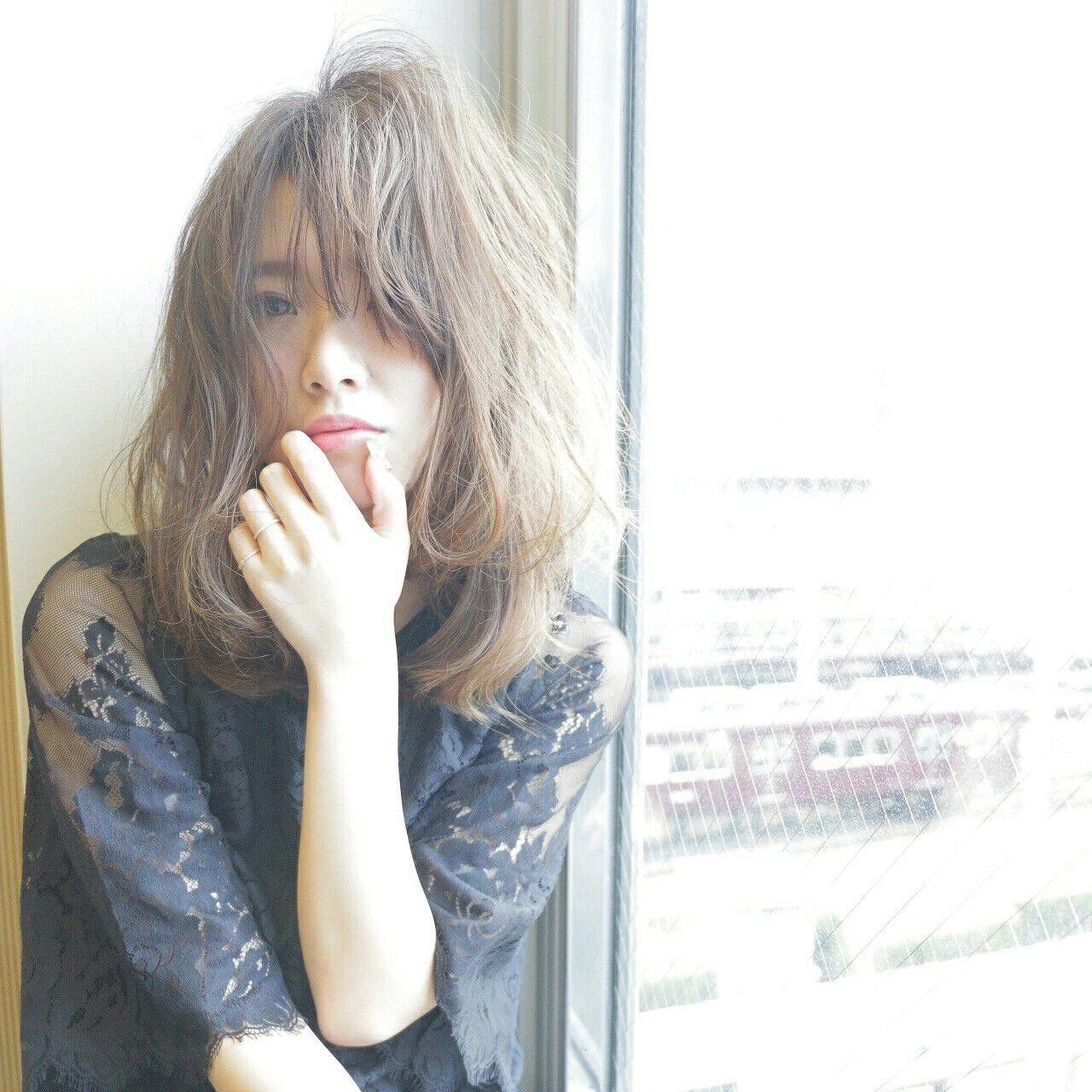 フリンジバング 外国人風 セミロング フェミニンヘアスタイルや髪型の写真・画像