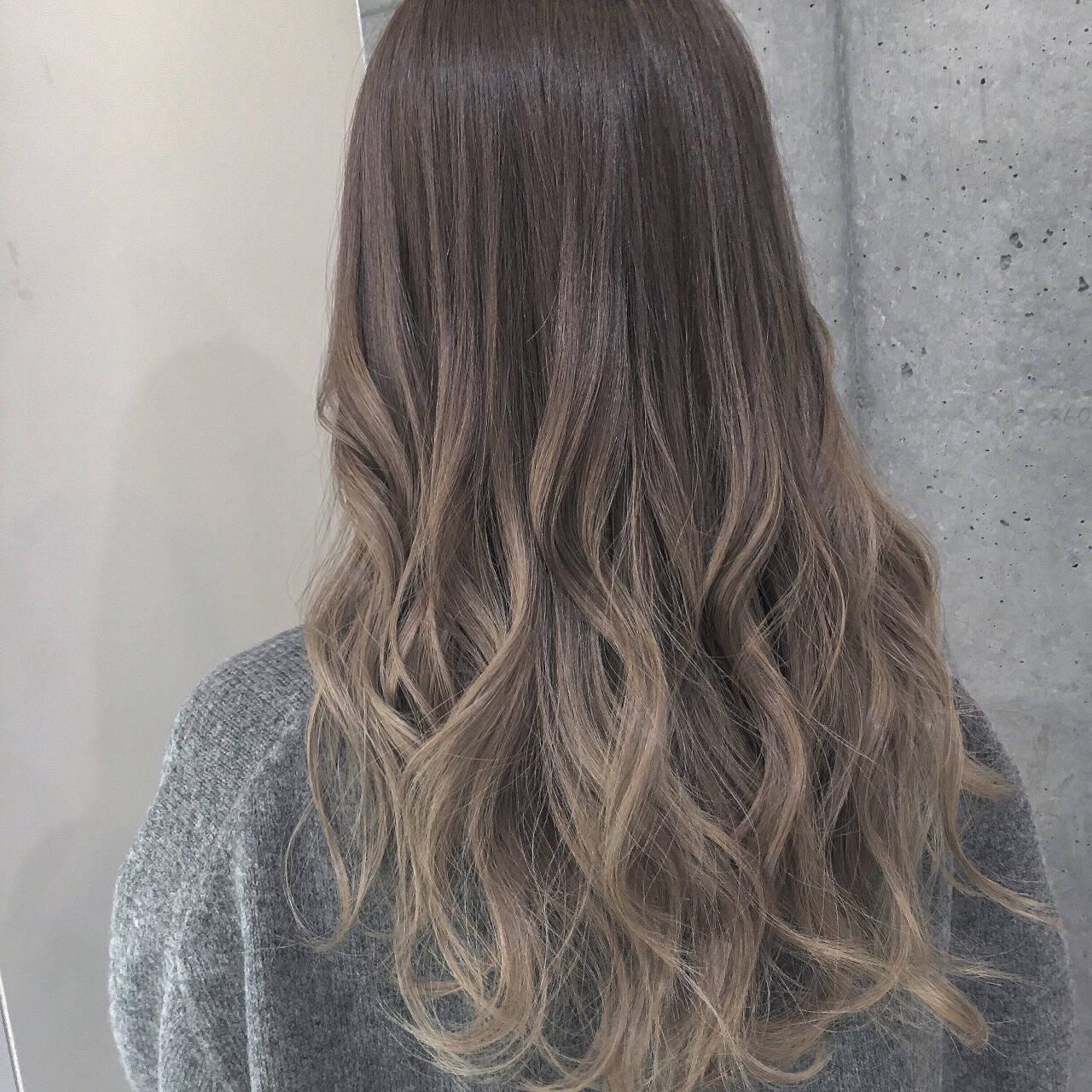 ロング 外国人風 グラデーションカラー ミルクティーヘアスタイルや髪型の写真・画像