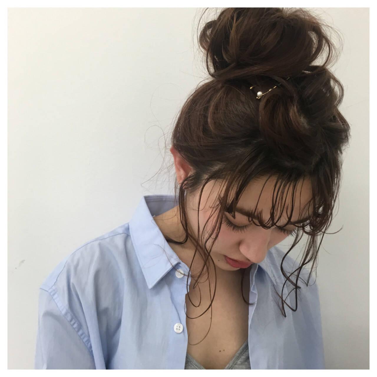 ベージュ お団子 ロング ナチュラルヘアスタイルや髪型の写真・画像
