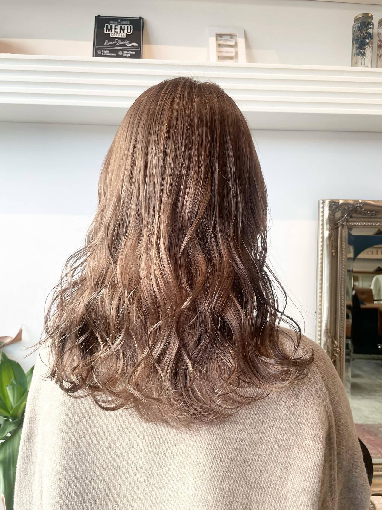 ミルクティーベージュ ブリーチ ダブルカラー ミルクティーヘアスタイルや髪型の写真・画像