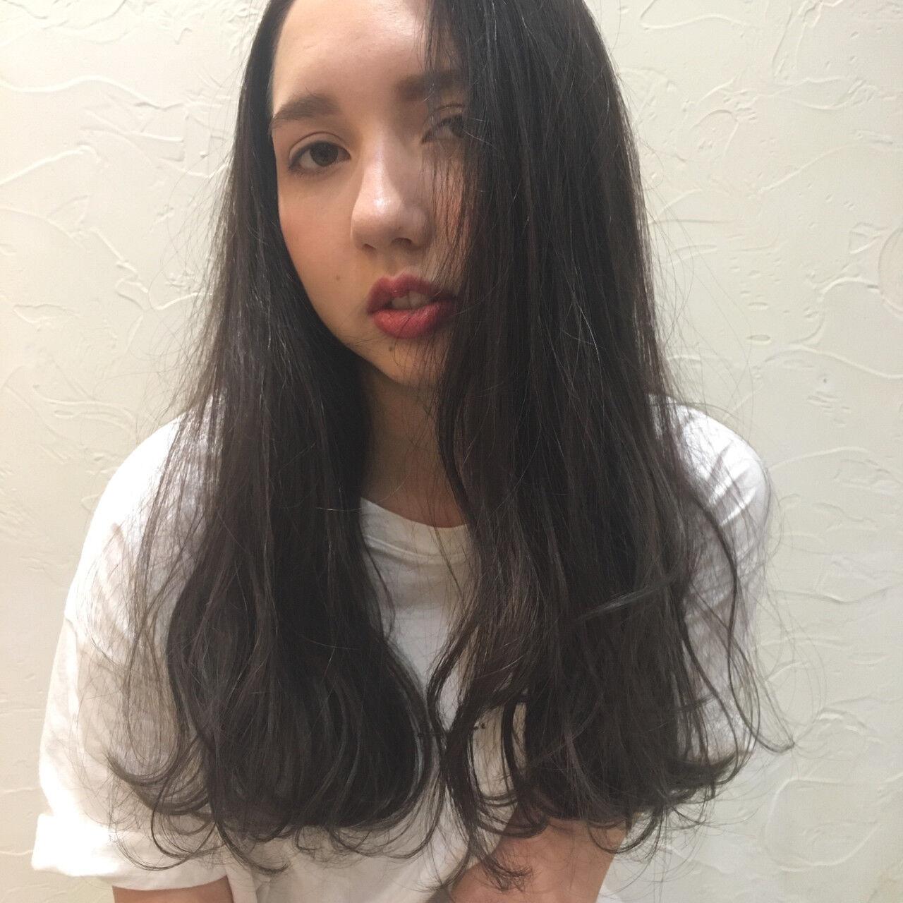 ブルージュ ロング 外国人風 ウェーブヘアスタイルや髪型の写真・画像