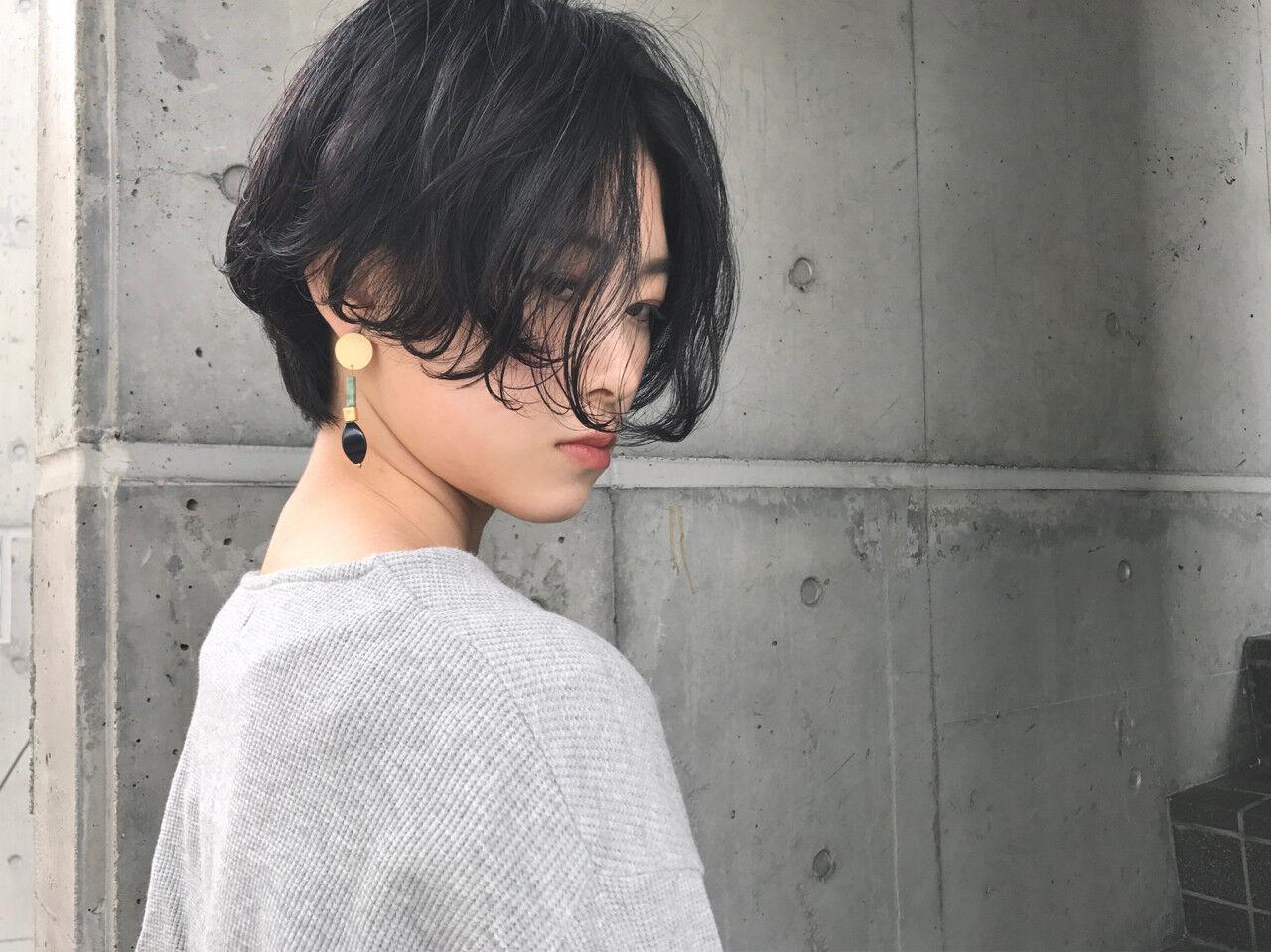 フリンジバング パーマ モード 黒髪ヘアスタイルや髪型の写真・画像