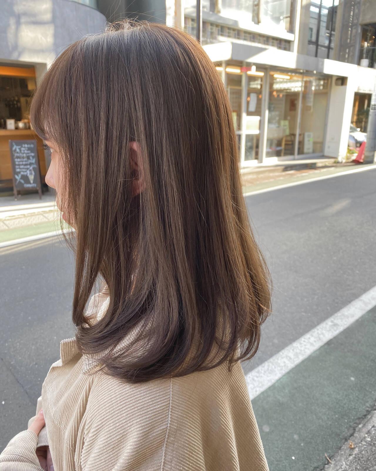 ミルクティーベージュ セミロング グレージュ ミルクティーグレージュヘアスタイルや髪型の写真・画像
