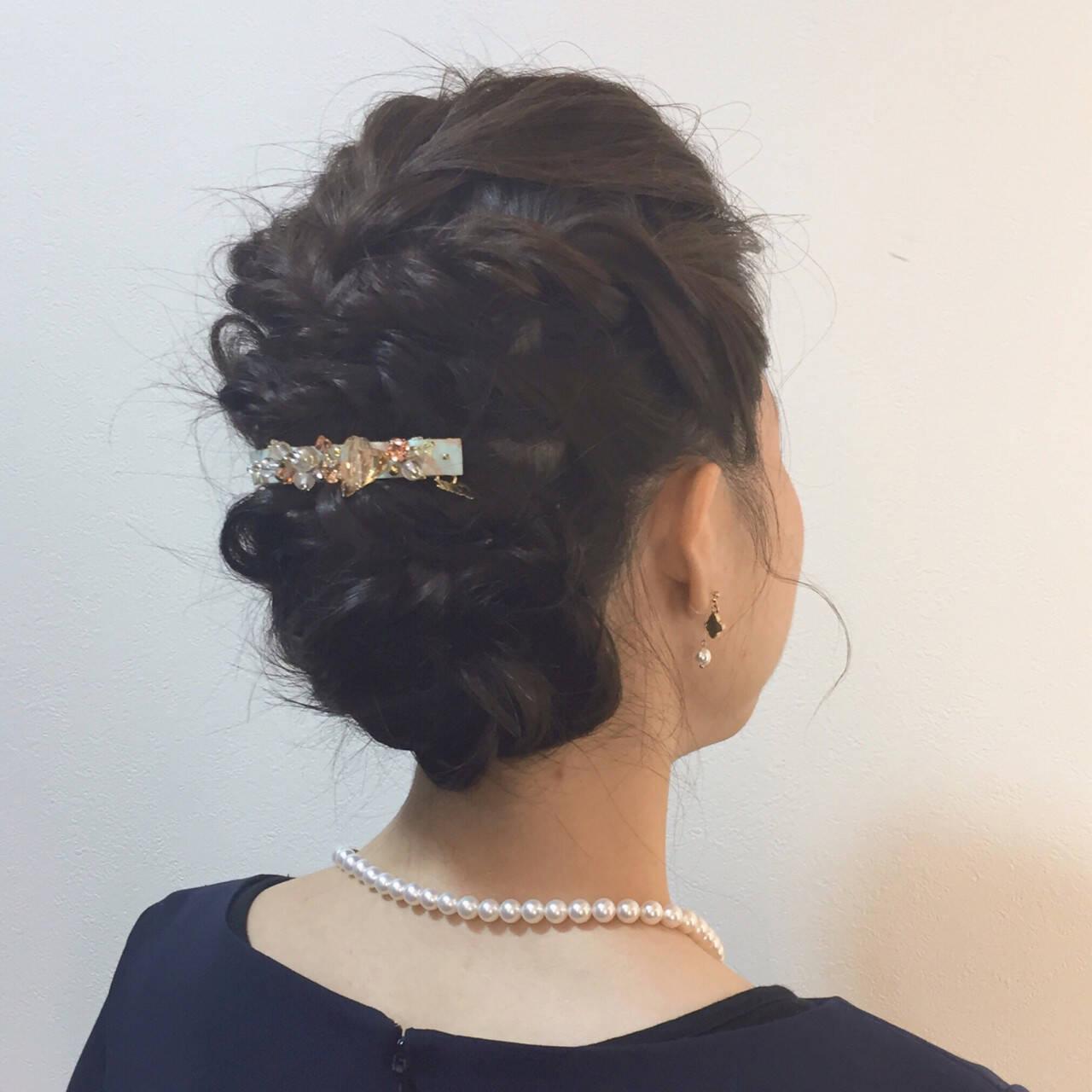 ツイスト 結婚式 パーティ 波ウェーブヘアスタイルや髪型の写真・画像