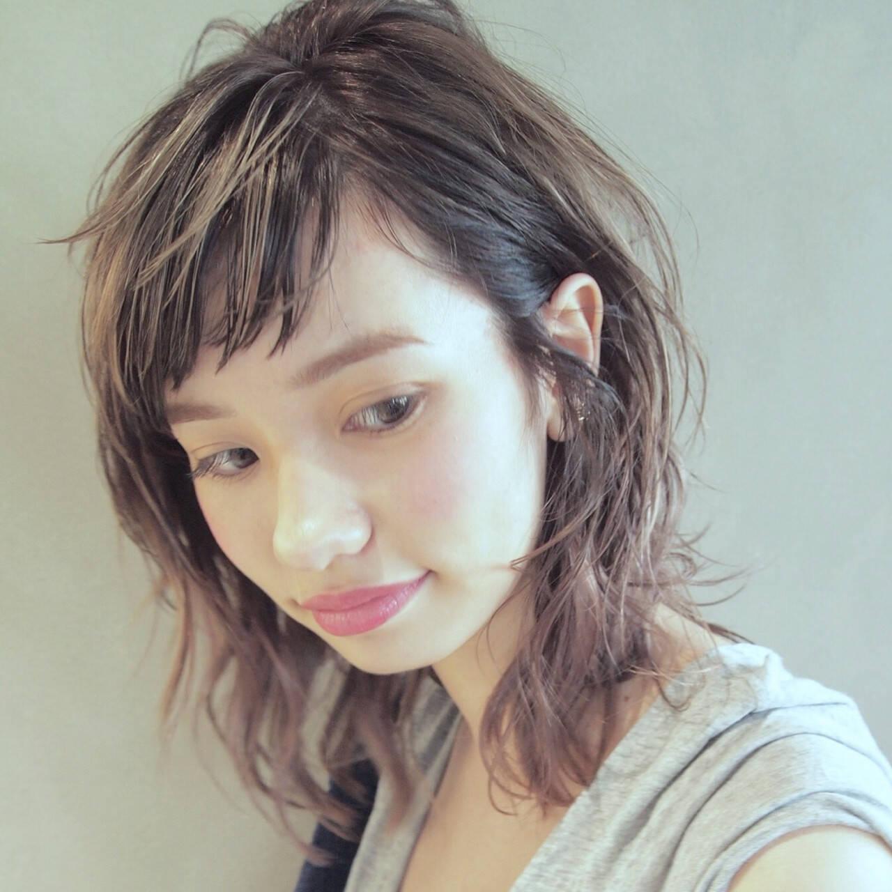 ウルフカット ミディアム オン眉 前髪ありヘアスタイルや髪型の写真・画像