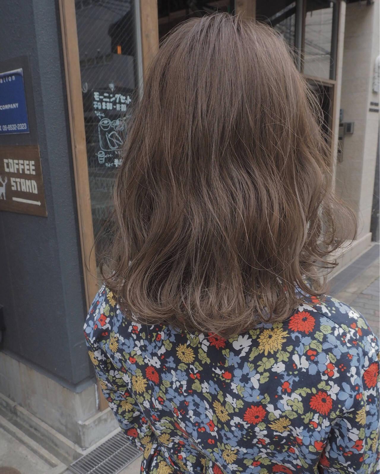 ミディアム イルミナカラー アンニュイ デートヘアスタイルや髪型の写真・画像