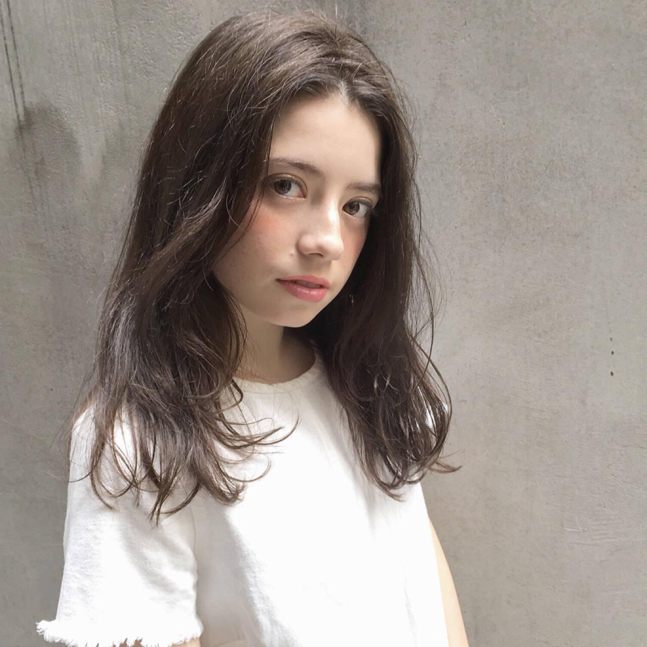 フリンジバング ナチュラル 大人女子 前髪ありヘアスタイルや髪型の写真・画像