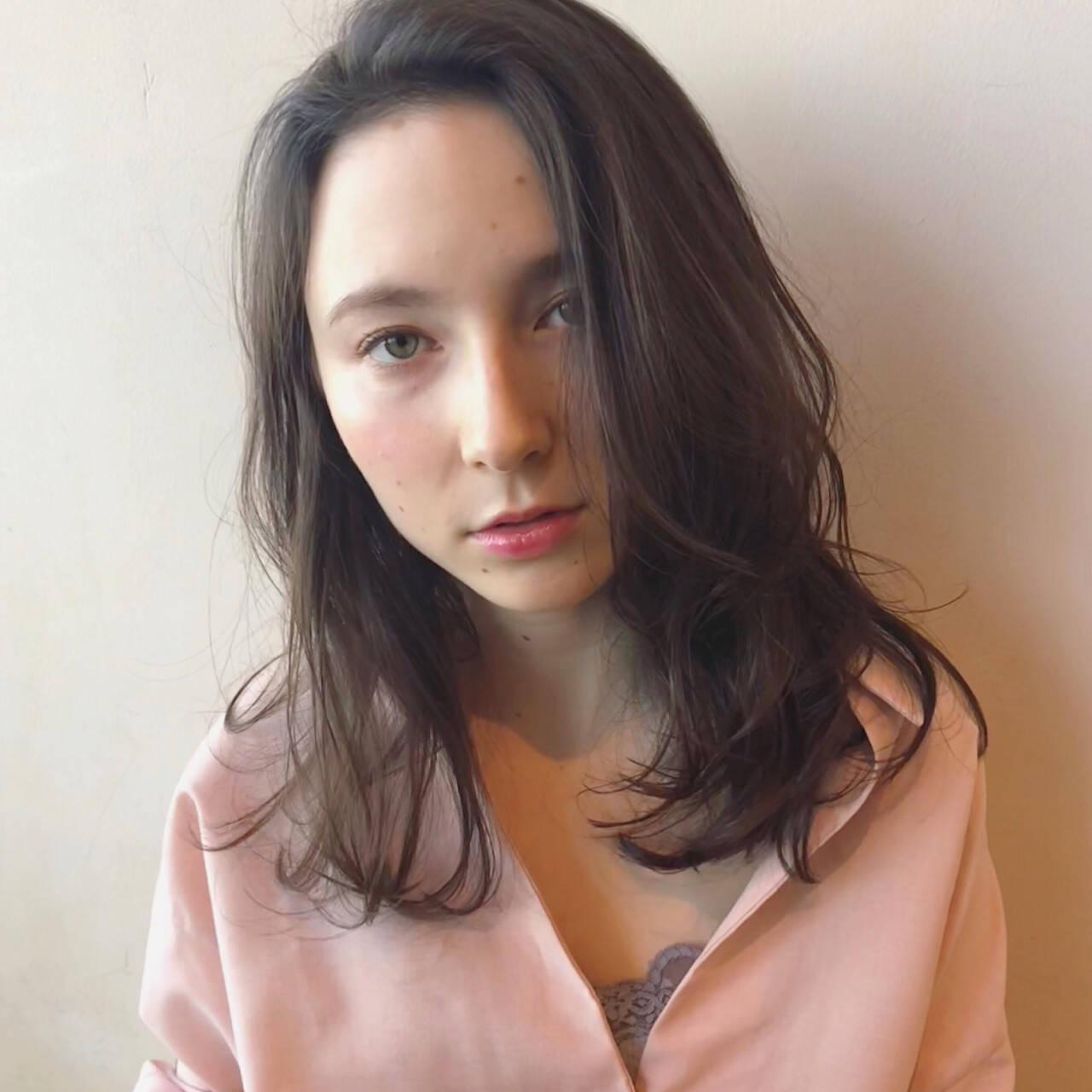 レイヤーカット 外国人風 セミロング 大人女子ヘアスタイルや髪型の写真・画像
