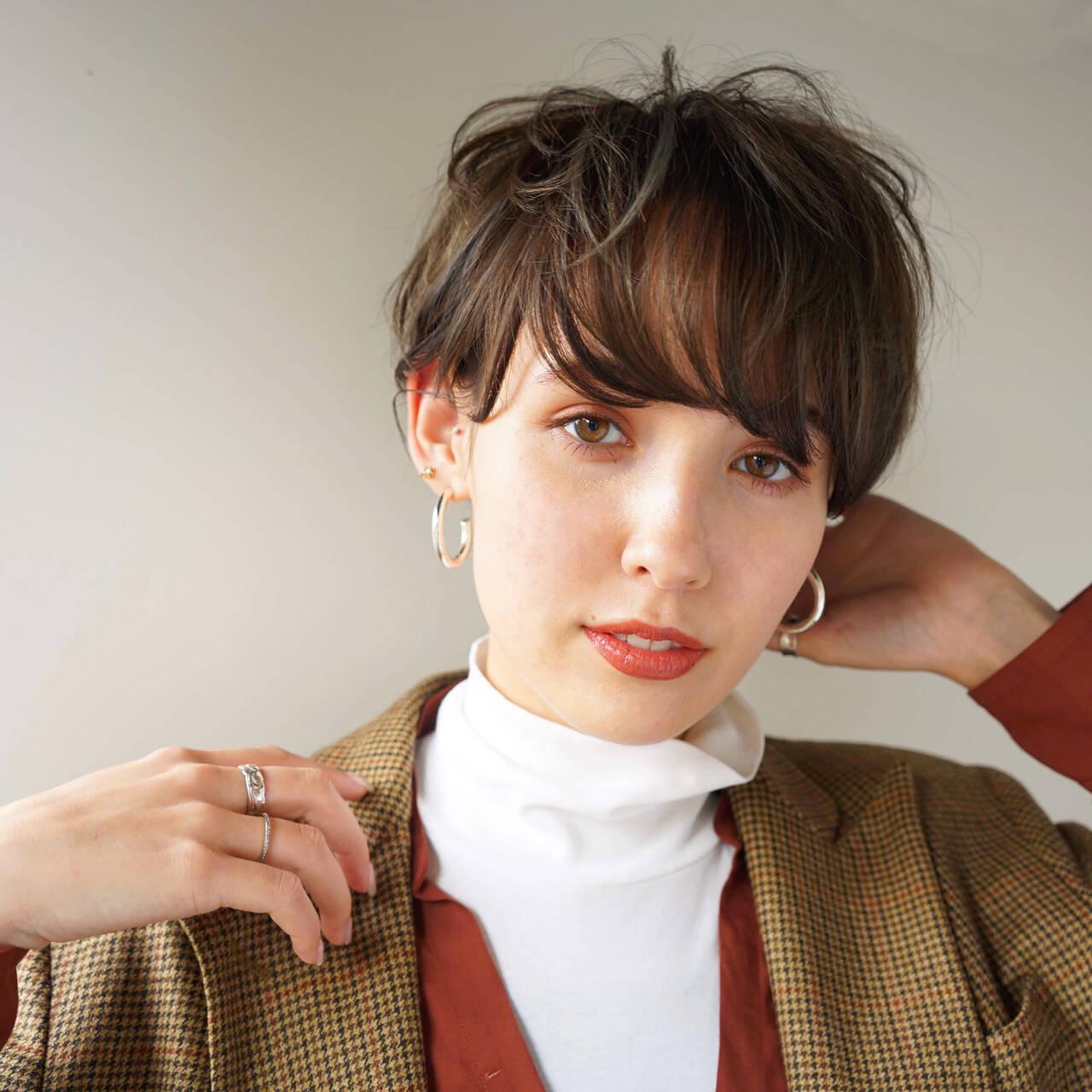 アンニュイほつれヘア ショート マッシュ ナチュラルヘアスタイルや髪型の写真・画像