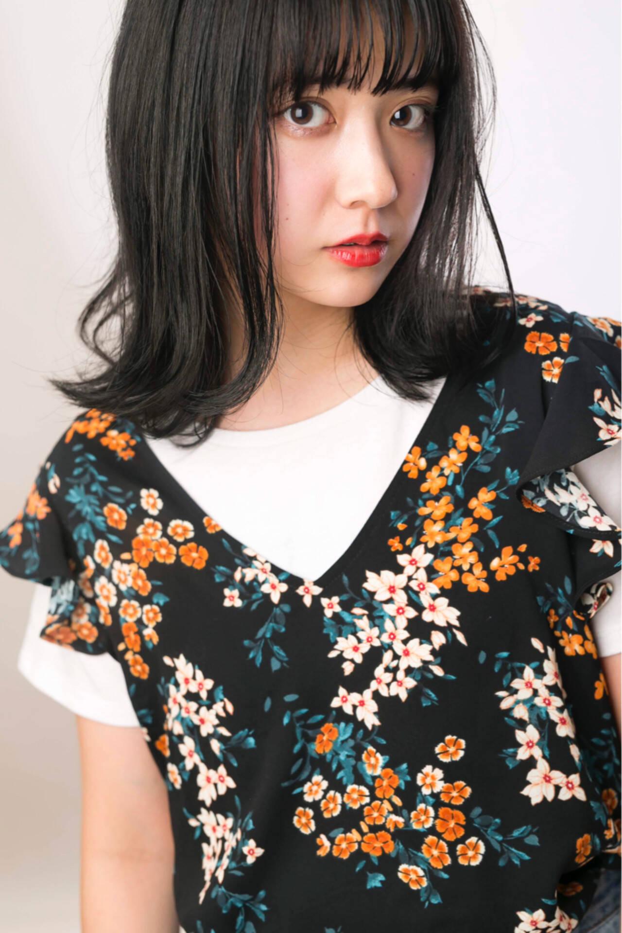 アッシュ 暗髪 透明感 ミディアムヘアスタイルや髪型の写真・画像