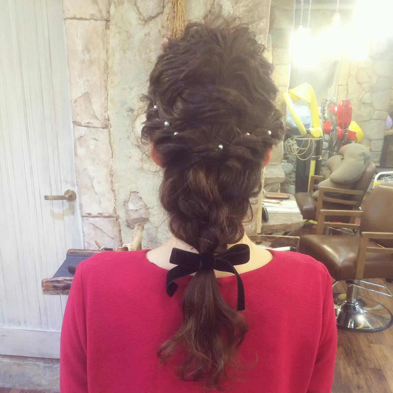 編み込み ヘアアレンジ 波ウェーブ パーティヘアスタイルや髪型の写真・画像