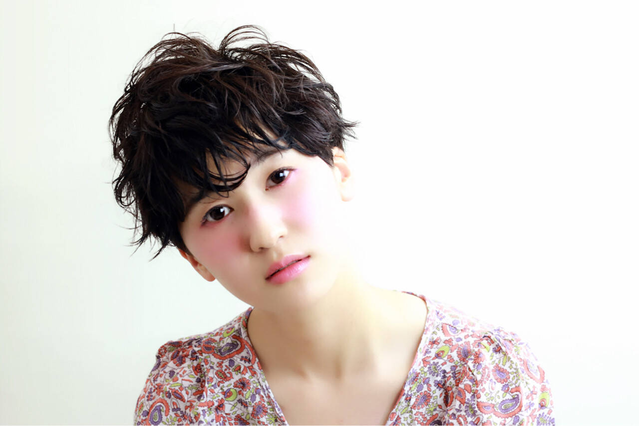 暗髪 ショート 黒髪 ナチュラルヘアスタイルや髪型の写真・画像