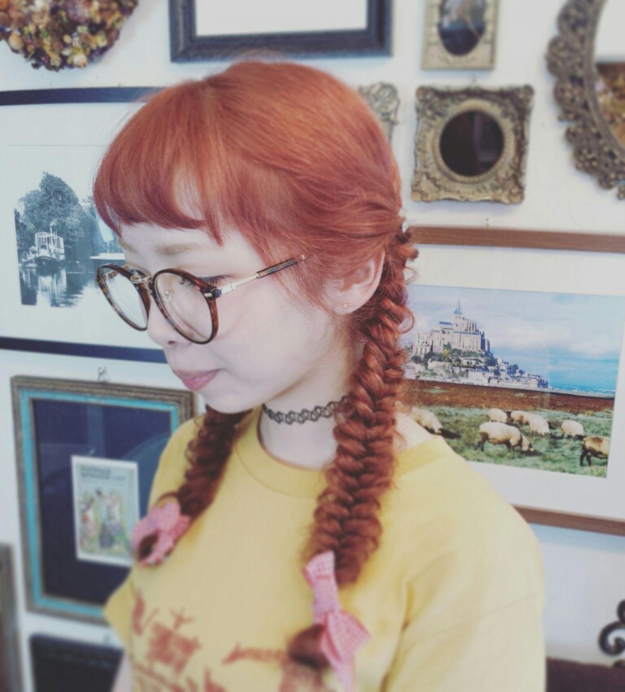 ヘアアレンジ フィッシュボーン ピンク ストリートヘアスタイルや髪型の写真・画像