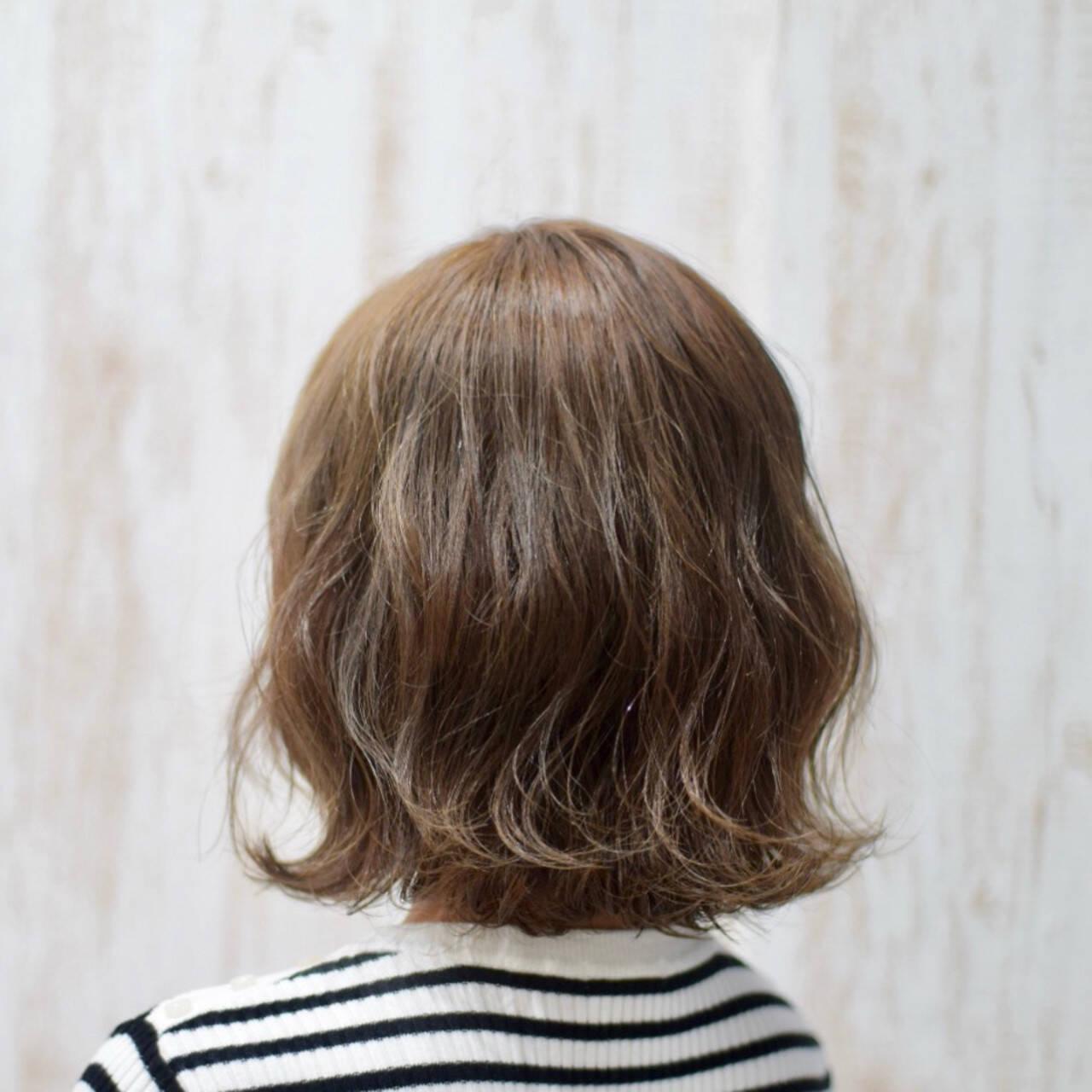 オリーブアッシュ ナチュラル アッシュグレー グレーアッシュヘアスタイルや髪型の写真・画像