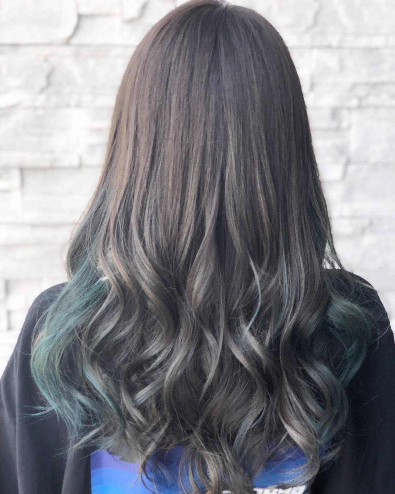 モード ロング インナーカラー イルミナカラーヘアスタイルや髪型の写真・画像