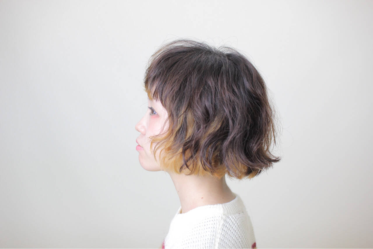 ストリート インナーカラー パーマ ショートヘアスタイルや髪型の写真・画像