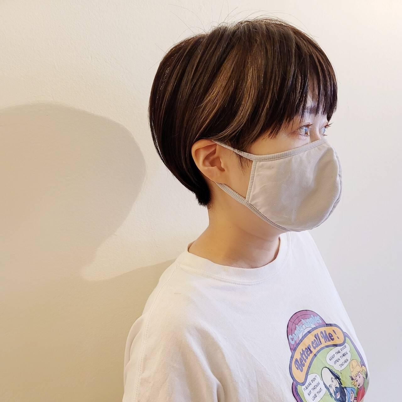 小顔ショート デザインカラー ハイライト ナチュラルヘアスタイルや髪型の写真・画像