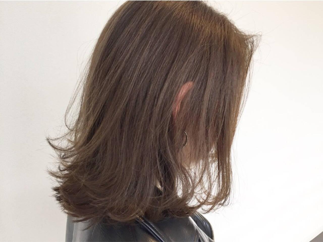 アッシュ 外ハネ ナチュラル 抜け感ヘアスタイルや髪型の写真・画像