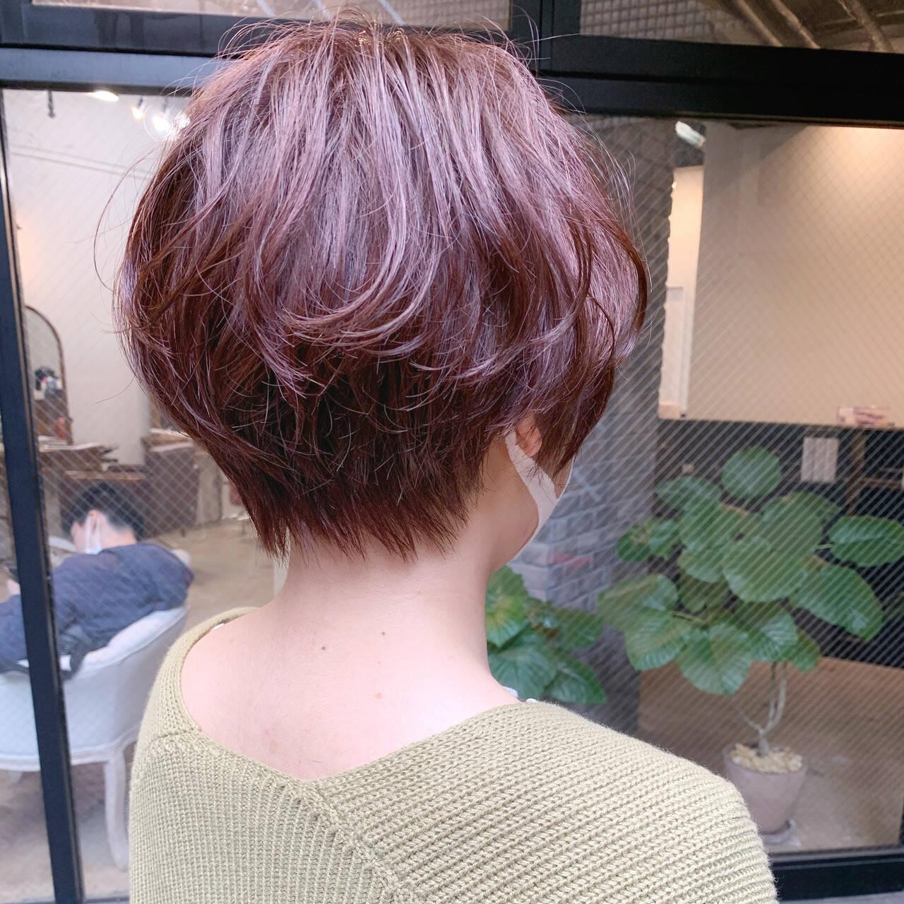 レッド ショートヘア ストリート ショートヘアスタイルや髪型の写真・画像