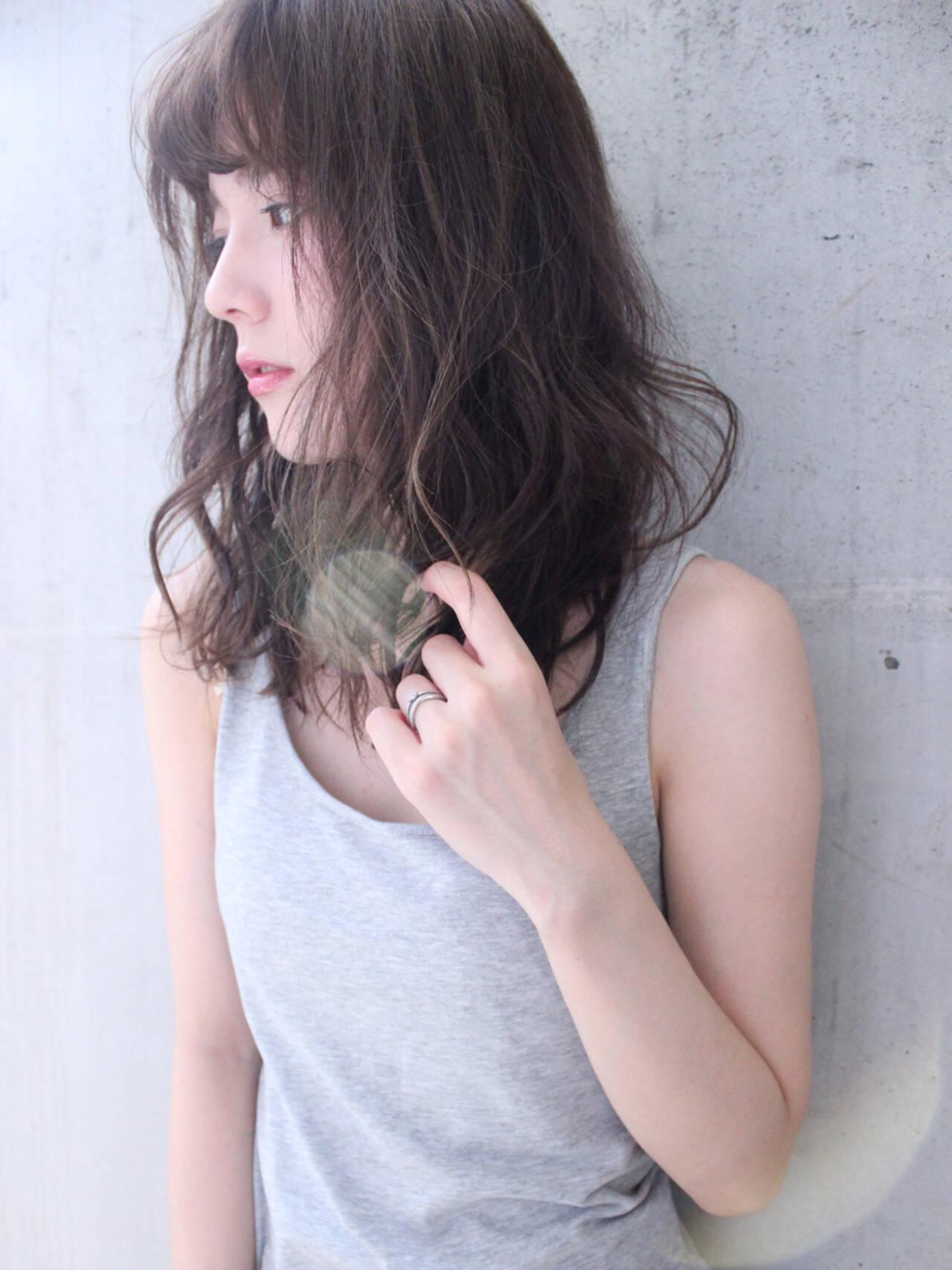 ゆるふわ フェミニン セミロング 外国人風ヘアスタイルや髪型の写真・画像