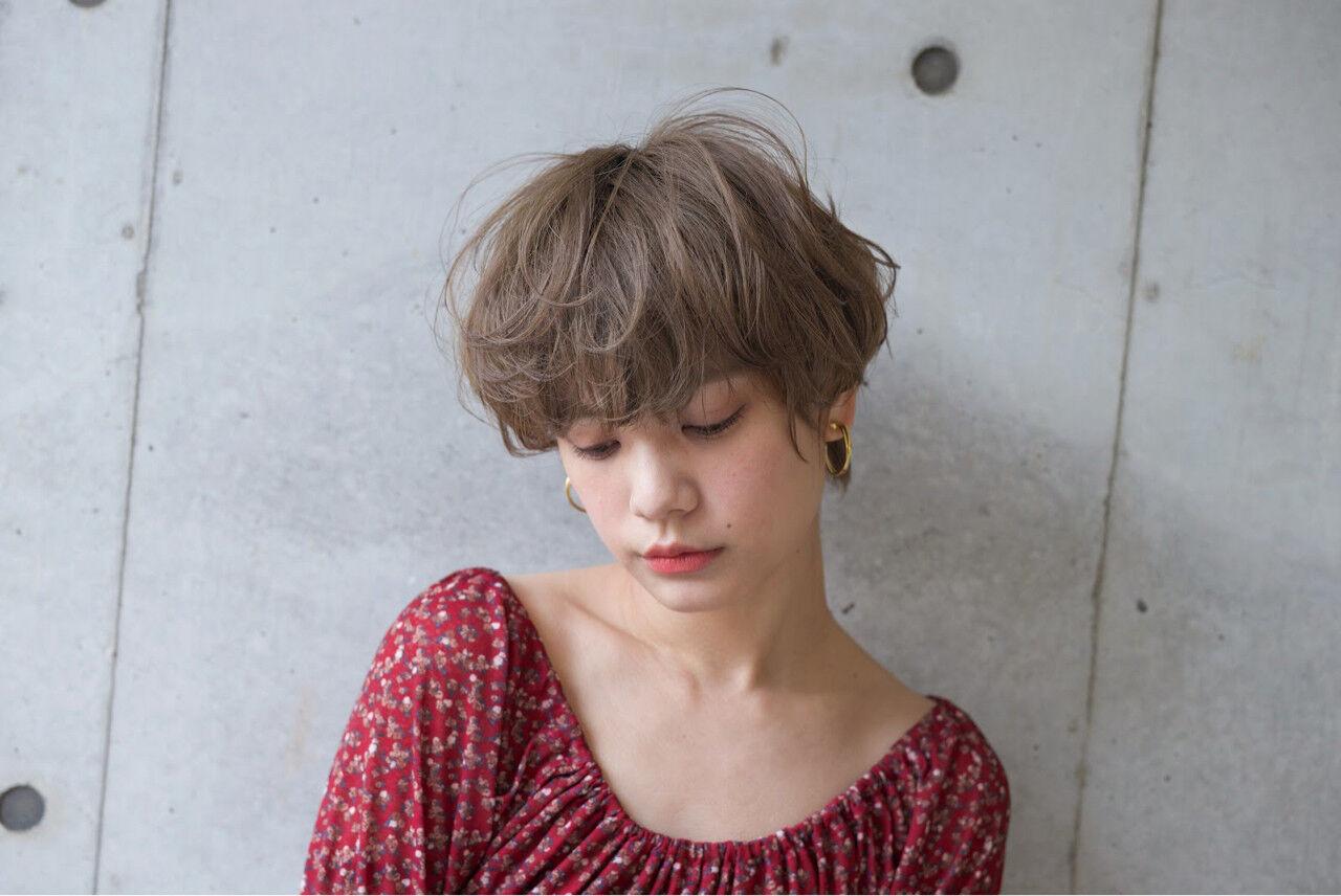 大人かわいい アッシュ ショート ナチュラルヘアスタイルや髪型の写真・画像