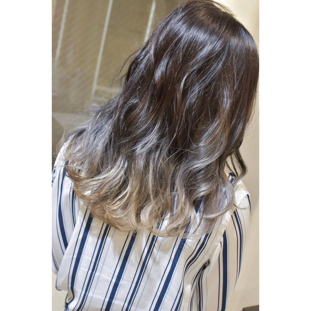 グラデーション グラデーションカラー セミロング ホワイトベージュヘアスタイルや髪型の写真・画像