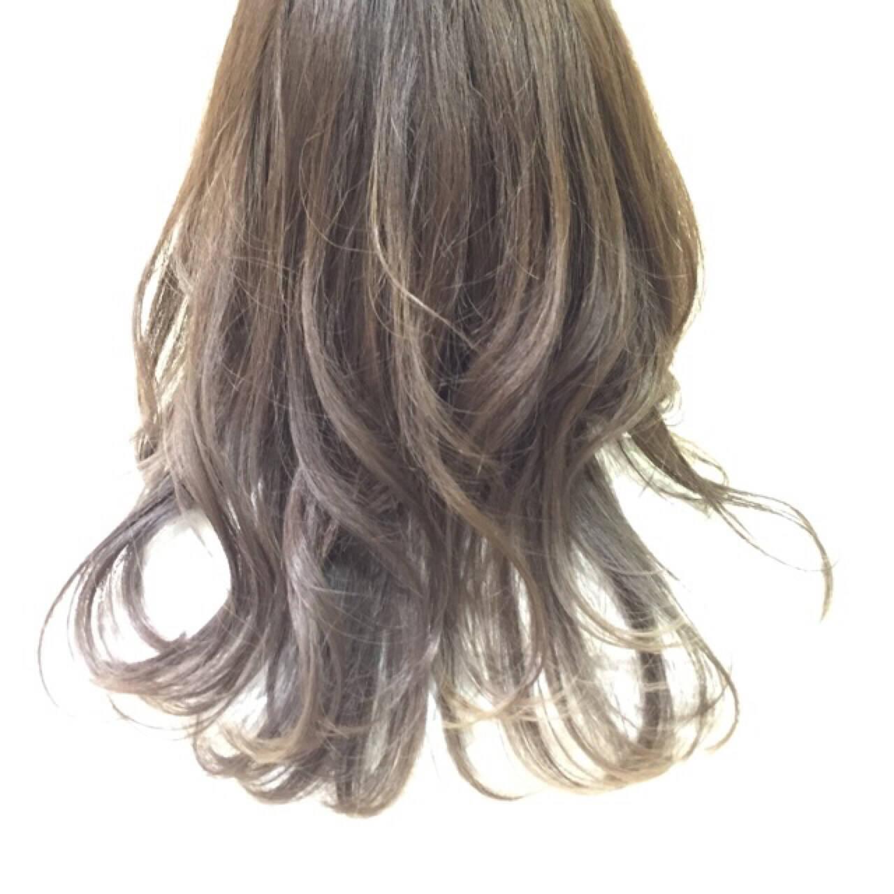 グラデーションカラー ストリート セミロング 暗髪ヘアスタイルや髪型の写真・画像